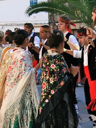 Traditional dancing in Canet Lo Roig