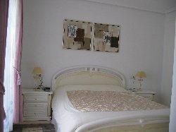 Large first floor bedroom with en-suite