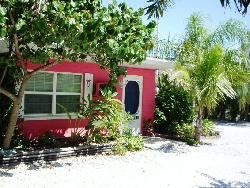 Beachside 2BR bungalow - steps to beach!