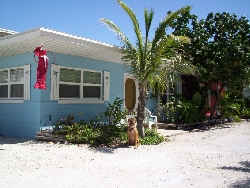 Beachside 1BR bungalow - steps to beach!
