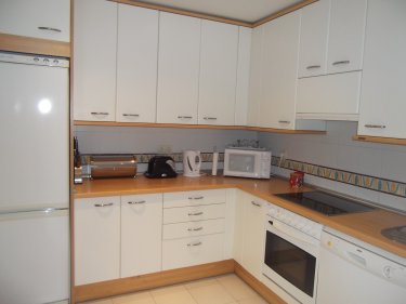 Apartment to rent in costalita estepona puerto banus for Kitchen room estepona