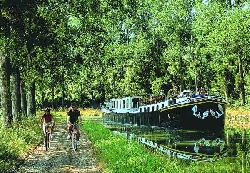 Cycling beside the Burgundy Canal