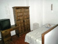 Single bed on top level