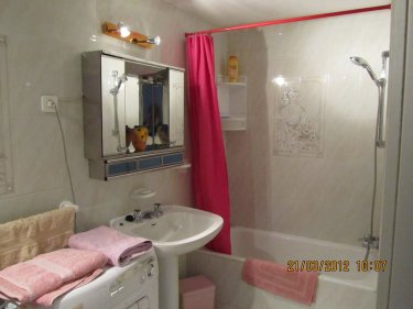 Studio to rent in calahonda costa del sol photo album for Bathroom showrooms costa del sol