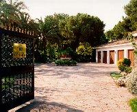 Entrance/parking resort