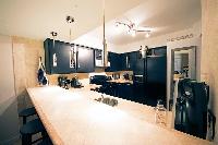 Entertaining Kitchen & Bar