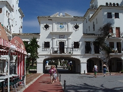 Entrance to Puerto de la Duquesa