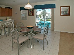 Fully equipped Kitchen with bar & table