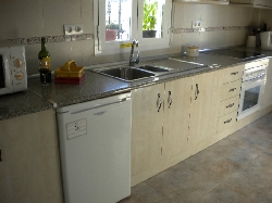 Sunny, spacious fully equipped kitchen