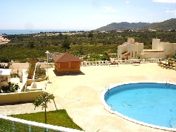 Swimming pool & Sea views