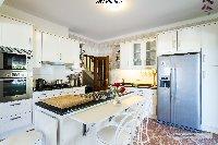 Kitchen, American fridge (Ice-maker etc)