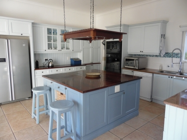 Holiday farmhouse to rent in doran vineyards western cape for Kitchens western cape