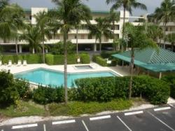 Naples and appartements louer for Chambre condos madeira beach florida